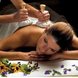 Masaje con pindas calientes